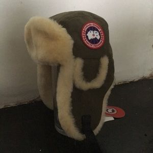 NWT Canada Goose shearling hat military green